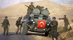 Kurd tüntetők rendőrökkel csaptak össze vasárnap Törökország délkeleti részében