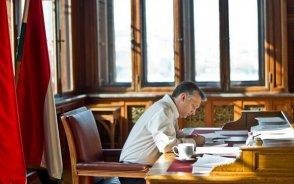 A kormányfő levélben tájékoztatta Barrosót a jegybanktörvény elfogadásáról