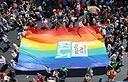 Az azonos neműek házasságának lehetővé tétele mellett álltak ki