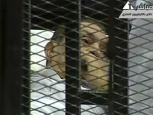 Megkezdődött szombaton Kairóban Hoszni Mubarak perének újratárgyalása