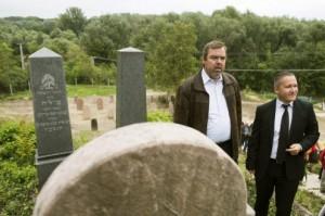 L. Simon László:Rácalmáson nagy jelentőségű a felújítás, hiszen Fejér megye egyik legnagyobb zsidó temetője újulhat meg,