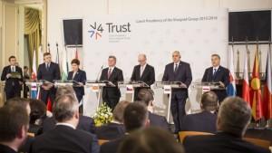 Orbán Viktor a V4 kormányfőinek rendkívüli találkozóját követő sajtóértekezleten