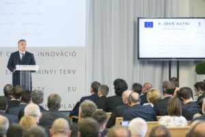 A kormányfő a Jövő autói című konferencián