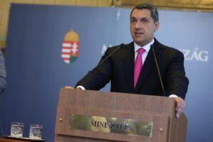 Lázár János, a Miniszterelnökséget vezető miniszter a 75. Kormányinfón a Heti Tv kérdésére válaszolt.