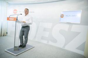 Kósa Lajos debreceni sajtótájékoztatóján