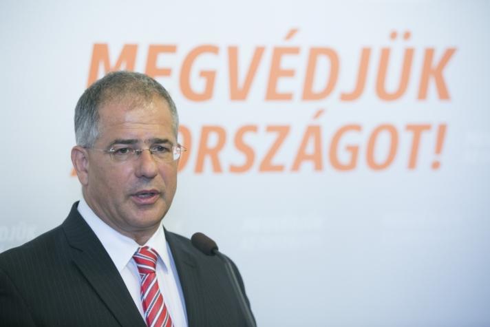 Kósa Lajos:Nem csökken a migrációs nyomás Magyarország déli határán