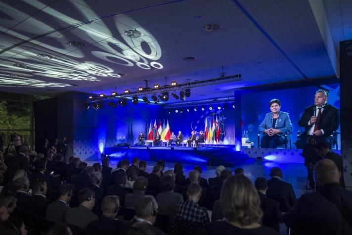 Orbán Viktor a visegrádi országok és Ukrajna miniszterelnökeinek társaságában