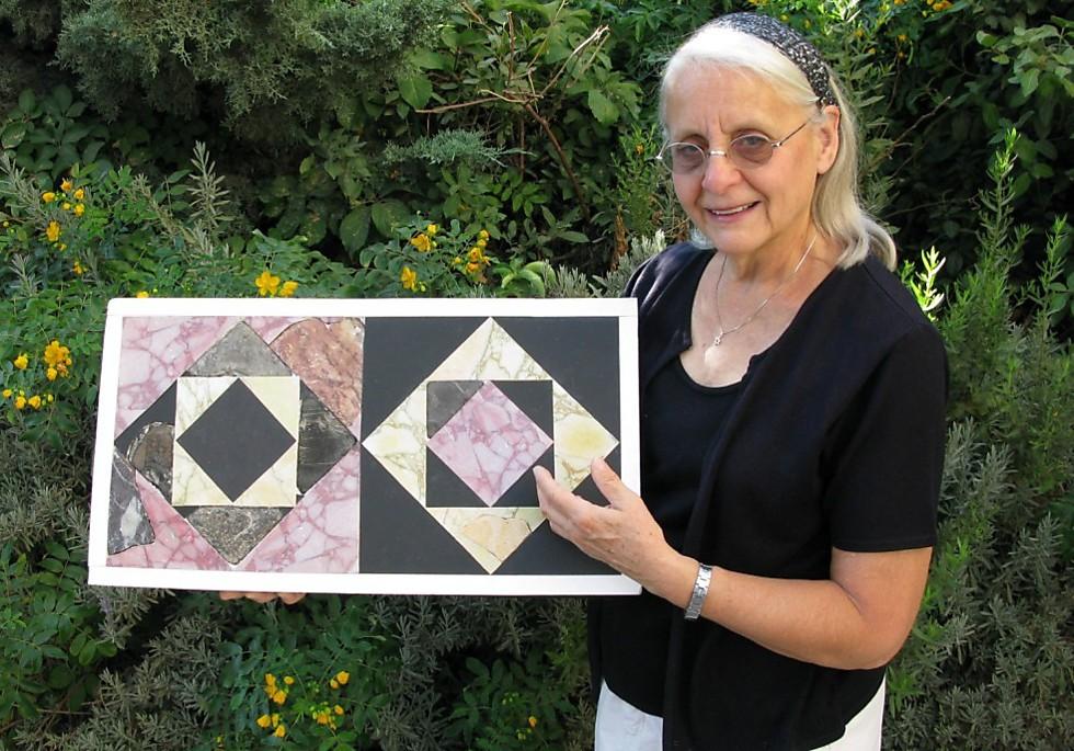 Izraeli régészek a Heródes-kori jeruzsálemi zsidó Szentély színes kőpadlózatának darabjaira bukkantak