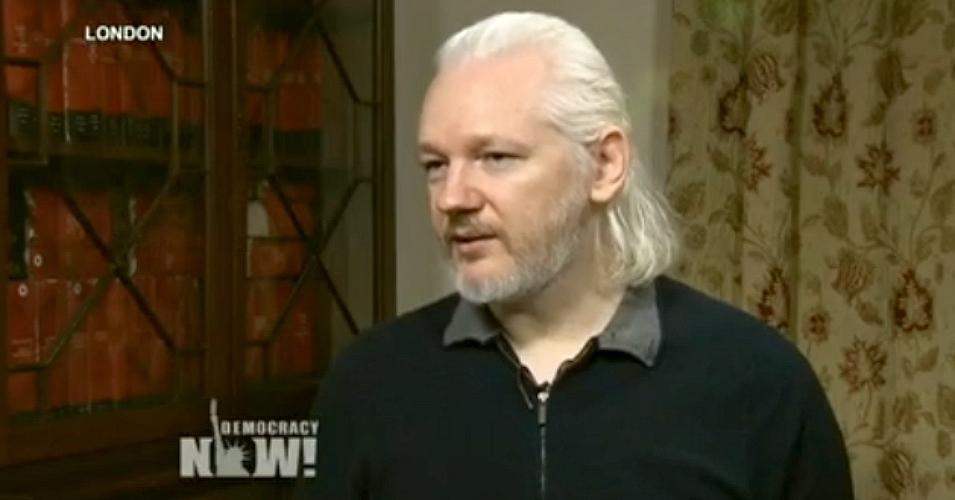 Assange feladná magát