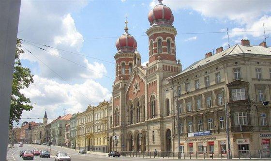 Tíz évnyi küzdelem után újra a zsidóké a világ harmadik legnagyobb zsinagógája