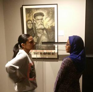 A Bronx High School of Science egyedülálló a maga nemében az Egyesült Államokban. Az iskola diákjai között minden nemzetiségű és vallású tanuló megtalálható. Amikor tudósítóként meglátogattam az iskolát, akkor személyesen tapasztaltam meg, hogy a kínai, az arab, a zsidó és az afro-amerikai tanulók milyen egyetértésben játszottak az iskola tornatermében, s az iskola folyosóin,illetve a múzeumban milyen aktív beszélgetések folytak közöttük.