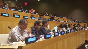 """Tudósítónk kérdésére Balogh Sándor hangsúlyozta, hogy ezen a konferencián az IRU képviseletében éppen azért vesz részt, hogy """"határozottan kiálljon az ENSZ-ben a cigányság jogaiért"""". """"Ugyanis"""" - tette hozzá - """"a cigányság problémái megegyeznek azokkal a problémákkal, amelyekről itt a konferencia előadói beszéltek"""