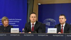 Szijjártó Péter külgazdasági és külügyminiszter brüsszeli sajtótájékoztatóján