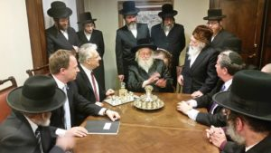 A New Yorkban tartózkodó Semjén Zsolt miniszterelnök-helyettes Kumin Ferenc főkonzul társaságában meglátogatták Moshe Leib Rabinovich munkácsi rebbét, és találkoztak a brooklyni haszid zsidó közösség képviselőivel.